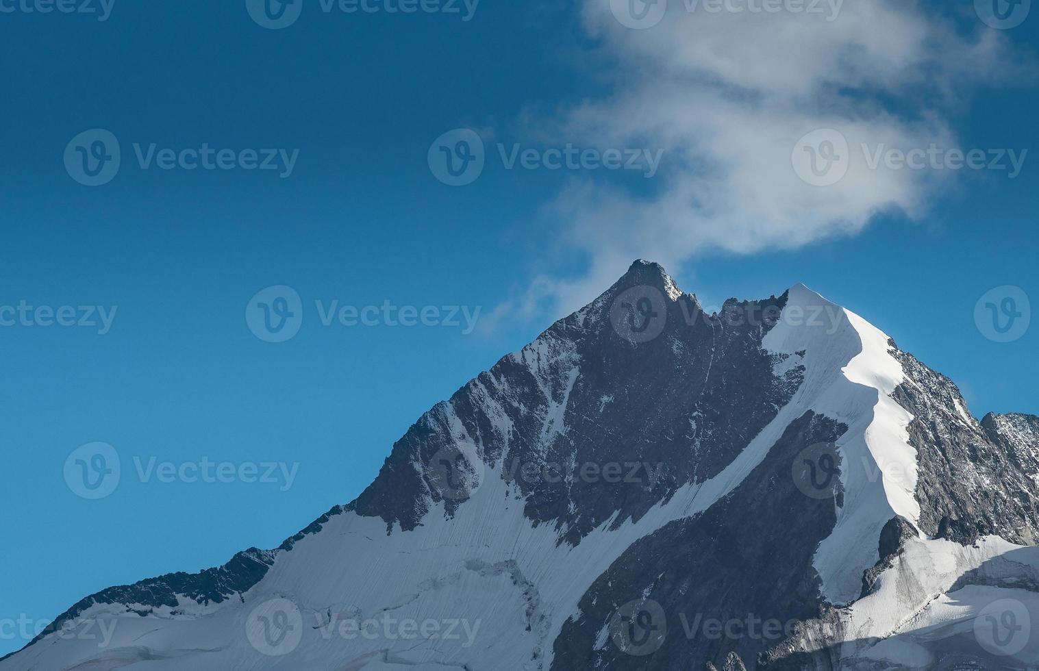 pico pico bernina en los alpes suizos foto