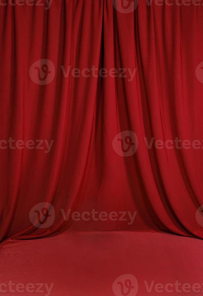 Fondo de telón de fondo drapeado rojo sangre foto