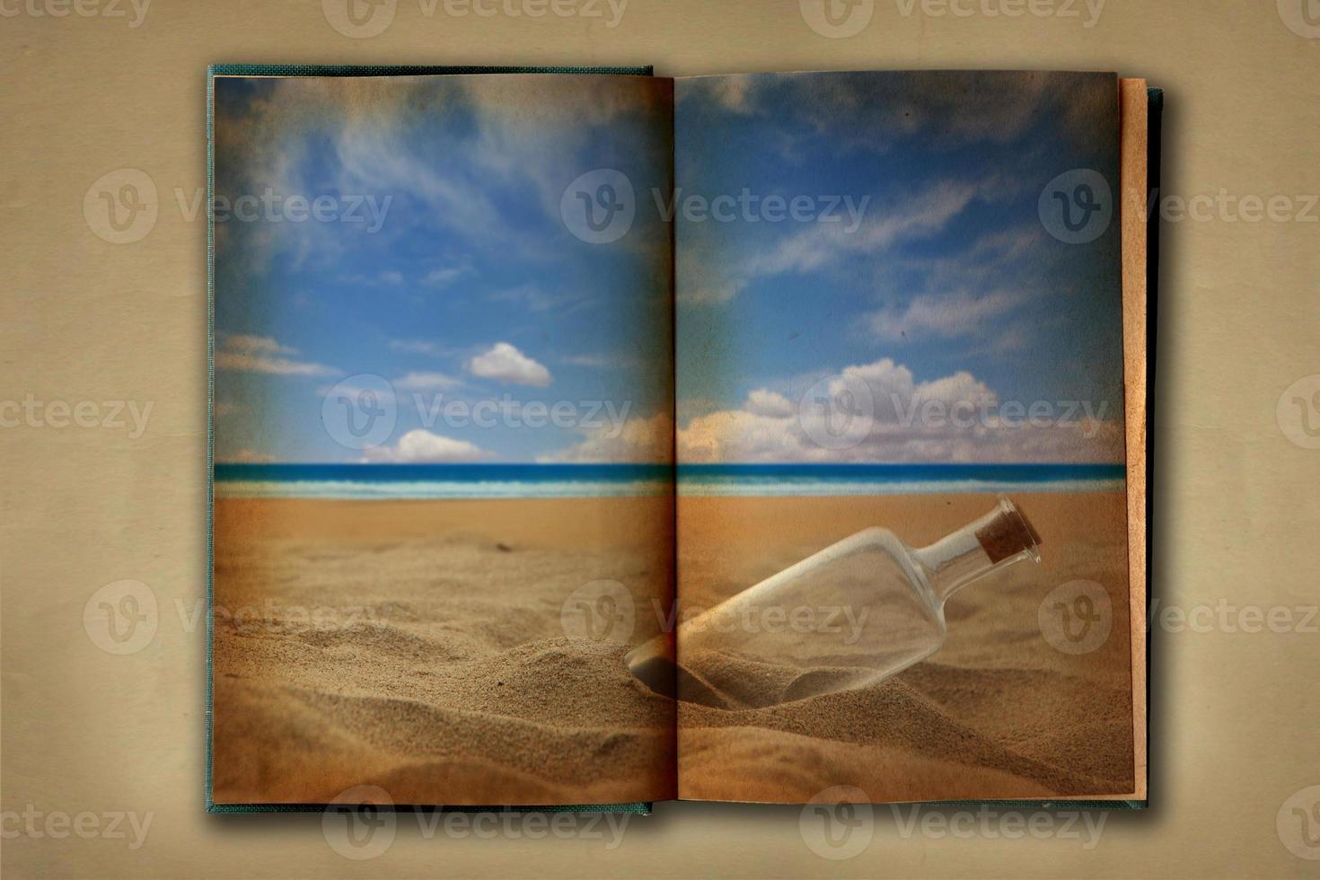 Libro de trabajo viejo manchado abierto sobre fondo distessed foto