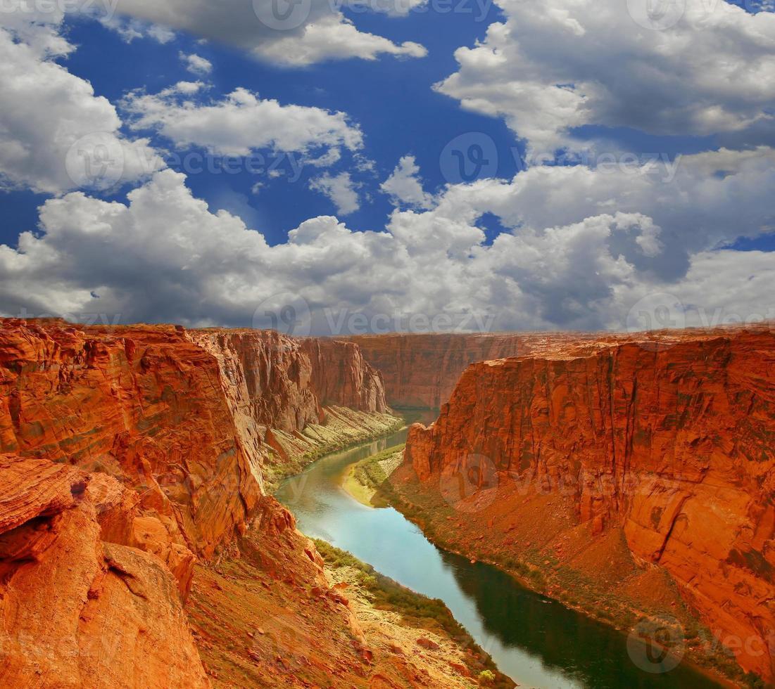agua al comienzo del gran cañón foto