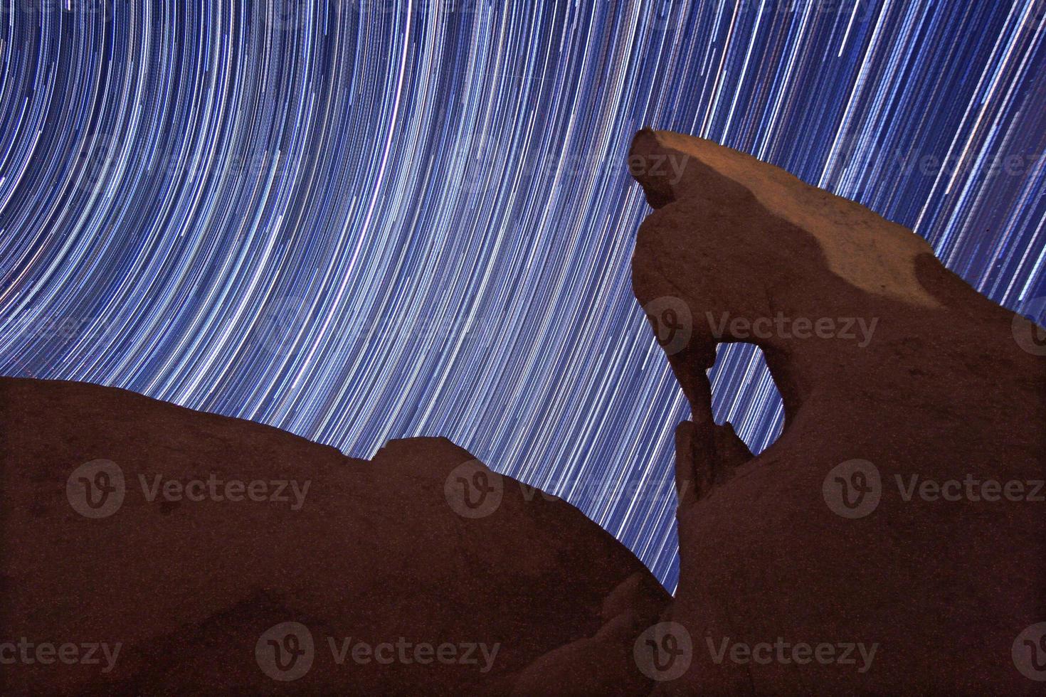 larga exposición sobre las rocas del parque joshua tree foto