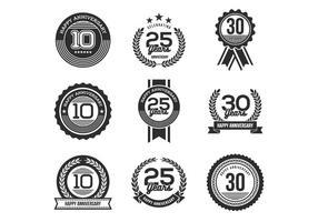 Vecteurs gratuits des badges d'anniversaire