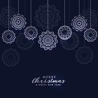 fundo escuro de Natal feliz com bolas de suspensão