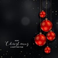 Diseño del festival de Navidad con bolas de oro rojas colgantes.