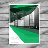 design de brochura verde com forma geométrica abstrata