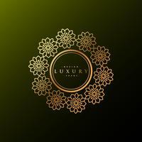 Etiqueta de lujo hecha con flores doradas.
