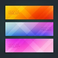 Hermoso conjunto minimalista de banners en tres colores diferentes.