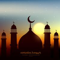 forma de mesquita no céu da noite com sol