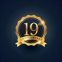 19ème anniversaire étiquette insigne de couleur dorée