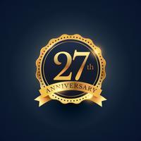 Étiquette de badge de célébration du 27e anniversaire de couleur dorée