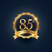 85º rótulo de distintivo de celebração de aniversário na cor dourada