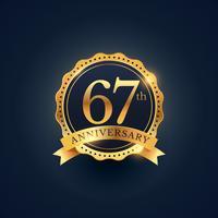 Étiquette de badge de célébration du 67e anniversaire de couleur dorée