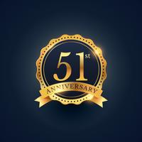 Étiquette de badge de célébration du 51e anniversaire de couleur dorée