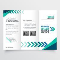 conception de modèle de brochure business tri fold avec des formes géométriques