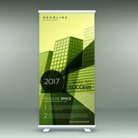 Diseño de soporte de banner enrollable moderno verde con geometría transparente