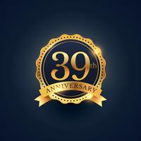 39º rótulo de distintivo de celebração de aniversário em cor dourada
