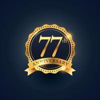 Étiquette de badge de célébration du 77e anniversaire de couleur dorée