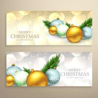 Banners de navidad con bolas de navidad realistas