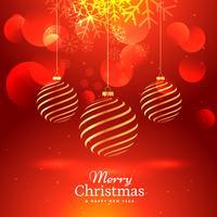 bellissimo sfondo rosso con appesi palle di Natale d'oro