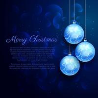 blauer Hintergrund mit glänzenden hängenden Weihnachtskugeln