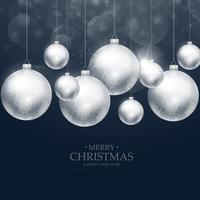 Hermosa decoración de bolas de Navidad sobre fondo azul