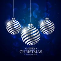 Fondo azul oscuro con bolas navideñas de plata y efecto bokeh.