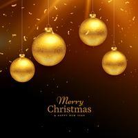Feierhintergrund der frohen Weihnachten mit dem Hängen der goldenen Kugel