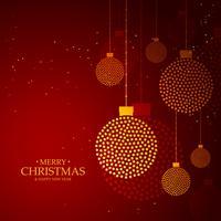 roter Hintergrund gemacht mit goldener Weihnachtskugeldekoration