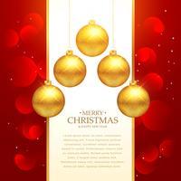 Hermoso fondo rojo con decoración dorada de bolas navideñas.