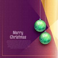 hängende Weihnachtskugeln auf lila Hintergrund