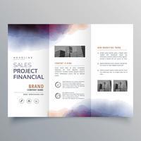 modelo de design de brochura de aquarela com três dobras criativas