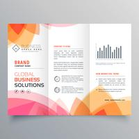 Plantilla de folleto tríptico empresarial con col suave rosa y naranja