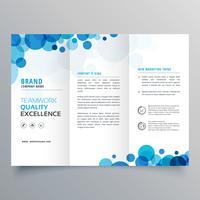 stilig kreativ blå cirklar trifold broschyrmall