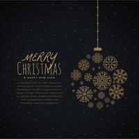pendurado bola de natal feita com flocos de neve dourados