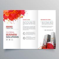 abstrakt röd bläck splatterar trifold broschyr design mall