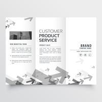 design brochure a tre ante con forme a freccia