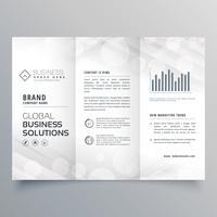 Elegante diseño de folleto tríptico blanco para su negocio.
