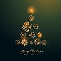 Diseño del árbol de navidad hecho con copos de nieve dorados.