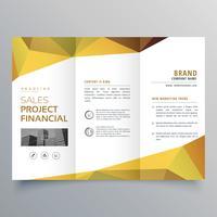 Diseño de folleto tríptico con formas geométricas abstractas poligonales.