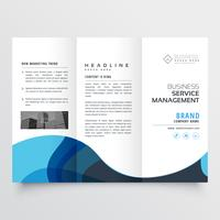 Elegante tríptico diseño de folleto con ola azul.