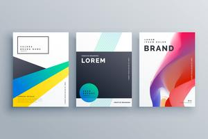 creatief brandingontwerp met drie brochures in minima