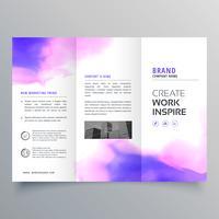 modelo de design elegante brochura com três dobras em aquarela