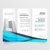 Moderno diseño de folleto tríptico con ola azul.