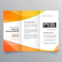 modèle de brochure à trois volets orange moderne dans le style de vague