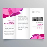 Diseño de folleto en plantilla creativa de triple estilo.