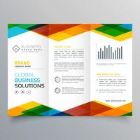design de brochura com três dobras feita com formas geométricas coloridas