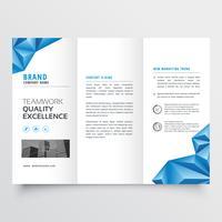 tri-fold broschyr flygblad design med geometrisk blå abstrakt form