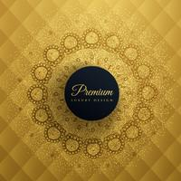 Fondo dorado premum con decoración de mandala.