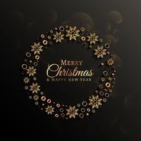 Fondo oscuro con decoración dorada de copos de nieve para navidad.