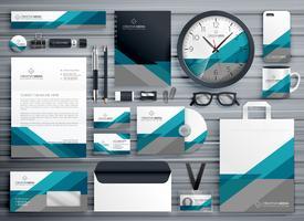 professioneel zakelijk briefpapierontwerp gemaakt met geometrische vorm